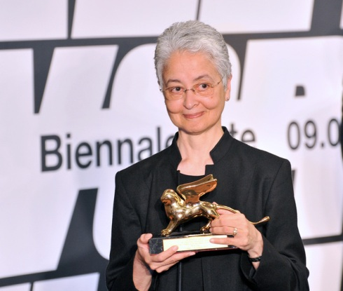 US artist Adrian Piper, holding her Golden Lion, poses for photographers at the award ceremony of the 56th Biennale of Arts in Venice, Italy, Saturday, May 9, 2015. (AP Photo/Luigi Costantini)
